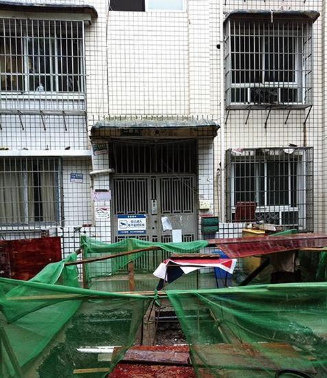 自贡老房子全省首装电梯 详解操作模式