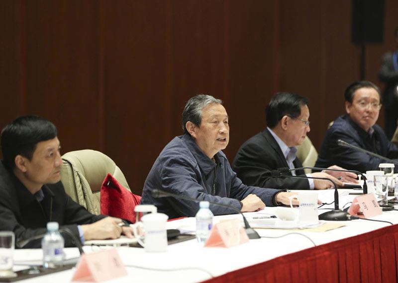 10月22日,中共中央政治局委员、国务院副总理马凯在北京出席全国节能与新能源汽车产业发展推进工作座谈会并讲话。