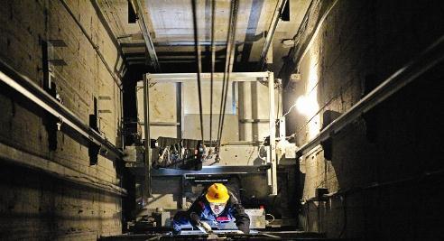电梯维修工的 矿井 生活图片
