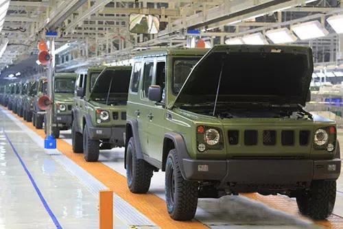 """11月上旬,首批新型""""勇士""""越野车顺利通过验收,即将交付部队试用,并为"""
