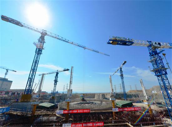 """6月16日,中国自主三代核电技术""""华龙一号""""示范工程——中核集团福清5号核电机组开工后一个月,中核集团在福建福清面向全球组织召开""""华龙一号""""技术推介会,向来自沙特、苏丹、阿尔及利亚、加拿大、美国、英国、法国等国家和世界核能行业协会及国内的200多位代表,推介""""华龙一号""""技术。"""