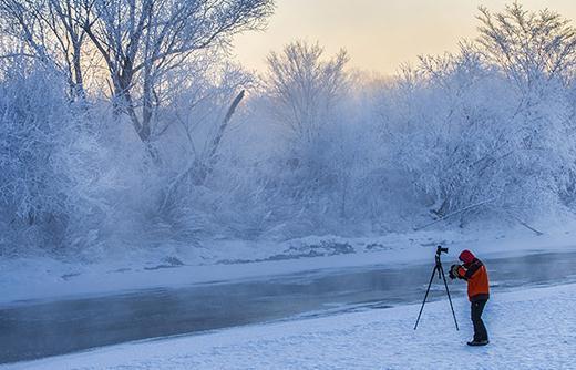 大兴安岭加格达奇的最低气温已降到-35℃。相机显示屏上的所有数值都已冻的不显示了。