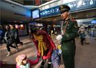 1月24日,北京西客站,武警执勤战士热情为旅客服务。
