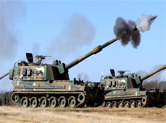 """印度国防部计划斥资8亿美元采购韩国研制的改进型K-9""""雷电""""52倍口径155毫米履带式自行榴弹炮。"""