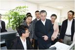 刘谦副主任详细询问云南省药品集中采购平台相关情况。