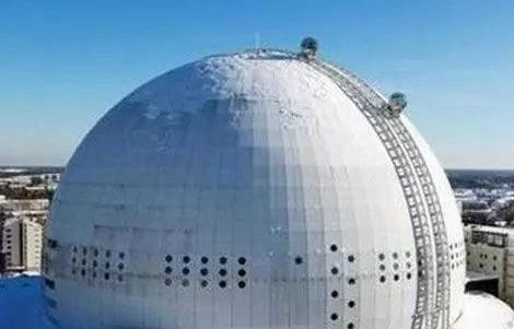 瑞典——爱立信球形体育馆电梯:南侧的Skyview电梯长100米,采用两个球形乘客舱,用于将游客送到体育馆顶部。
