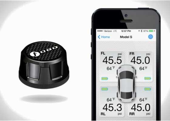 FOBO Tire Plus蓝牙胎压监测系统    FOBO Tire Plus是世界上第一款蓝牙胎压监测系统,可以全天候实时监测车辆胎压。低胎压可能导致车辆爆胎,有了这款胎压监测系统就完全不用担心这点了。FOBO Tire Plus的设置非常简单,只要把传感器拧在进气阀上,然后运行手机应用便可。当设置完成并开始工作之后,用户可以监控最多20量汽车,并将这些信息分享给最多100位亲密好友,但这个分享功能的意义何在实在有点难以理解。