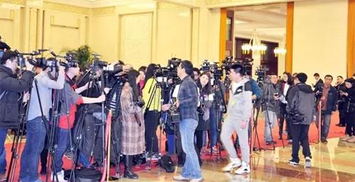 总理答记者会的现场