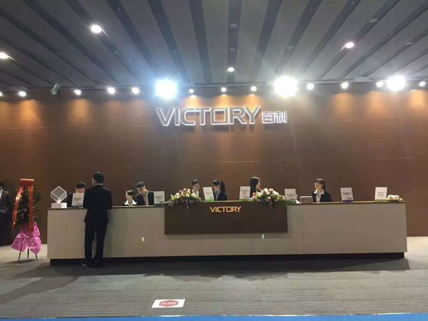 2016年3月28日至31日,第37届中国(广州)家博会第二期办公环境展举办。近千家国内知名办公家具企业参展。图为百利家具展台。