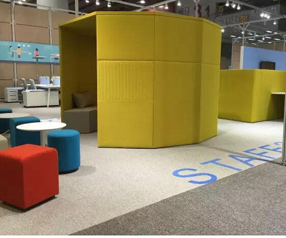 2016年3月28日至31日,第37届中国(广州)家博会第二期办公环境展举办。众多家具企业推出了多元化的办公室休闲区家具。