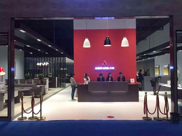 2016年3月28日至31日,第37届中国(广州)家博会第二期办公环境展举办。近千家国内知名办公家具企业参展。图为华润家具展台。