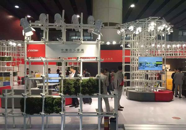 2016年3月28日至31日,第37届中国(广州)家博会第二期办公环境展举办。近千家国内知名办公家具企业参展。图为中泰家具展台。