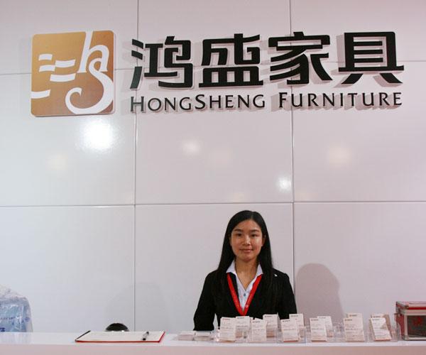2016年3月28日至31日,第37届中国(广州)家博会第二期办公环境展举办。近千家国内知名办公家具企业参展。图为鸿盛家具展台。