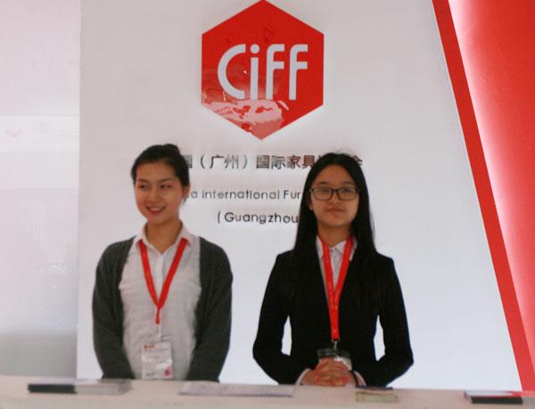 2016年3月28日至31日,第37届中国(广州)家博会第二期办公环境展举办。近千家国内知名办公家具企业参展。图为主办方展台。
