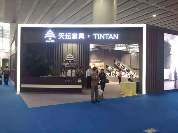 2016年3月28日至31日,第37届中国(广州)家博会第二期办公环境展举办。近千家国内知名办公家具企业参展。图为天坛家具展台。