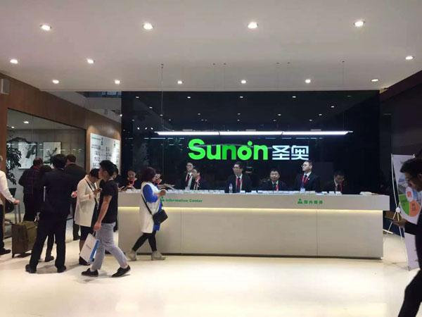 2016年3月28日至31日,第37届中国(广州)家博会第二期办公环境展举办。近千家国内知名办公家具企业参展。图为圣奥家具展台。