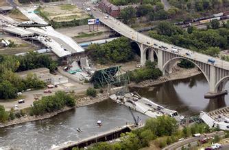 美桥梁年久失修铁路事故不断