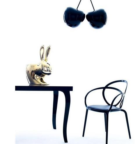 意大利设计师Stefano Giovannoni推出的Qeeboo品牌,一个专注于经济实、高品质的塑料家具和装饰的家具品牌。有一半左右的产品都是由不知名的设计师设计的。