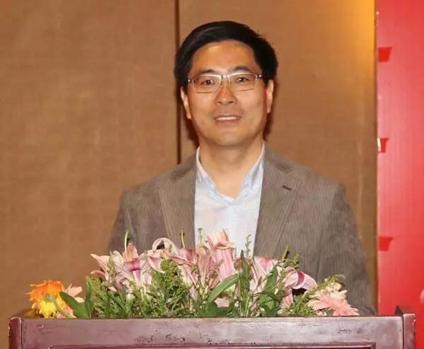 本次会议由龙8国际信息网总编、龙8国际信息报执行总编张松伟主持