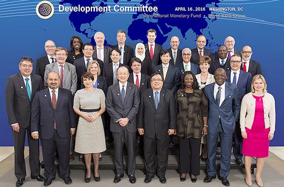 楼继伟出席第93届发展委员会部长级会议