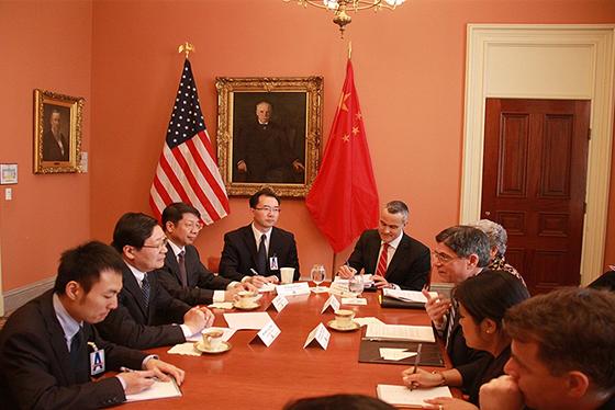 4月14日上午,会见美国财政部长雅各布·卢。