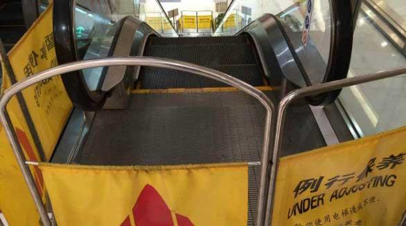 百盛 女童跌入电梯受伤