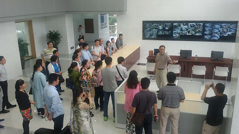 第27期研修班学员赴深圳龙8国际中心参观考察