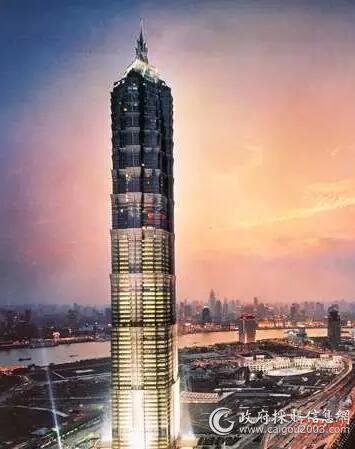 上海金茂大厦采用开利水冷式离心机组,竣工于1999年,曾经是中国大陆最高的大楼,楼高420.5米...