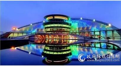 杭州大剧院采用空调品牌特灵冷水机组。杭州大剧院总建筑面积超过5.5万平方米,内部多个区域因功能不同对供冷方式和时间的需求复杂而多变。