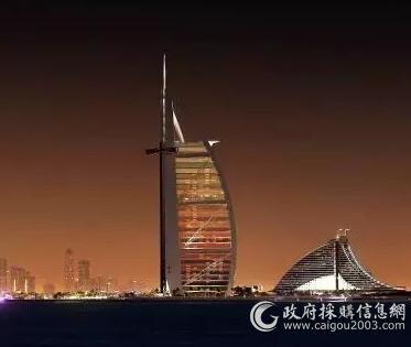 迪拜.帆船酒店空调品牌麦克维尔,采用其风冷螺杆产品。