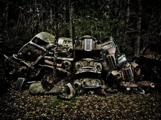 """真是实至名归的""""汽车的墓地""""。"""