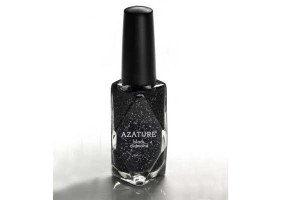 """22. Azature Black Diamond黑钻石指甲油(25万美元)    Azature Black Diamond指甲油不会让你的手指看起来值100万美元,但至少会让它们看上去值25万美元。那正是该款指甲油的售价:一瓶25万美元(约合164万人民币)。这一款号称""""全球最贵指甲油""""的产品含有267克拉的黑色钻石。"""