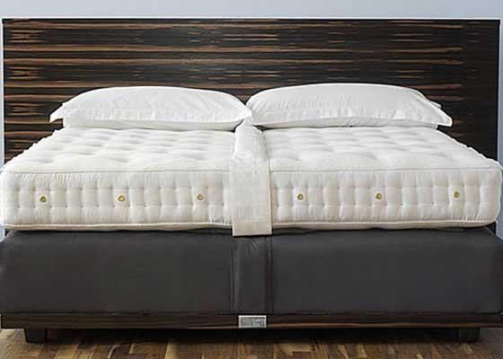 24. Savoir No. 1床垫(7.5万美元以上)    床垫越贵,睡得就越香吗?如果是这样的话,那Savoir No. 1床垫在舒适度上应该无可匹敌了。该款售价7.5万美元(约合49.17万人民币)的床垫无疑是市面上最昂贵的床垫产品之一。也许,你需要剪开来看看它里面究竟藏了什么,究竟为什么那么贵。又或者……