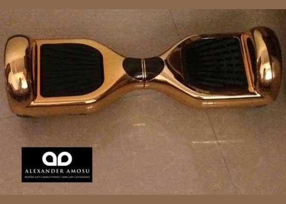 17. 纯金版悬滑板(39万美元)    奢侈品设计师亚历山大?阿莫苏(Alexander Amosu)打造了一款售价39万美元(约合255.7万人民币)的悬滑板,该定制产品基于Solowheel Hovertrax悬滑板,由13.888千克的纯金制成。它的制造时间长达两个半月。