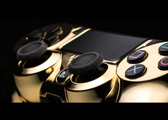 2. 24K金PlayStation 4手柄(299美元)    这就是索尼299美元(约合1961元人民币)的DualShock 4游戏手柄的奢华版。它出自科技油漆公司ColorWare,带有一层24克拉镀金。该公司只生产了25件这样的高端手柄。