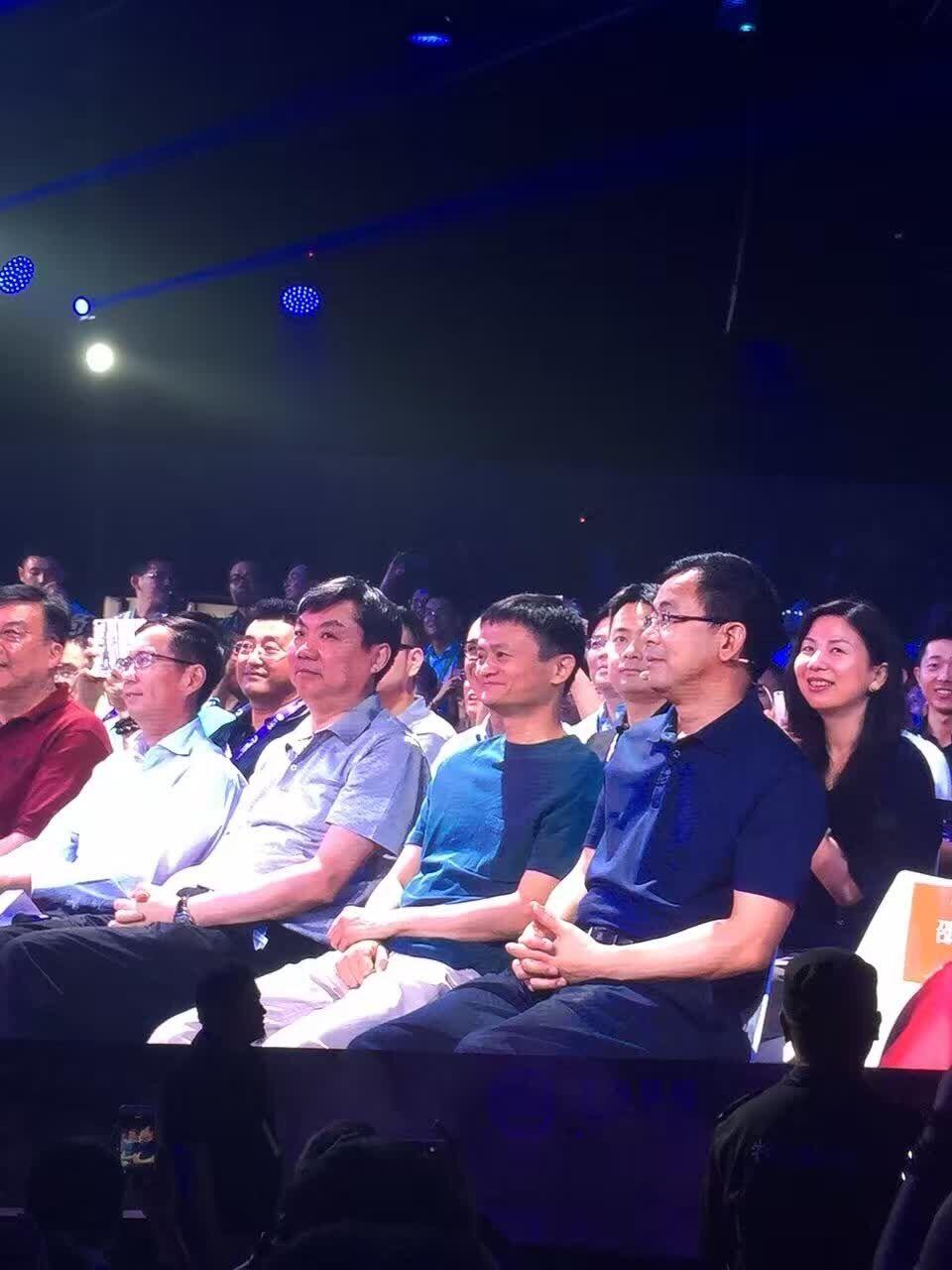 网汽车是个啥 马云陈虹为荣威RX5代言高清图片
