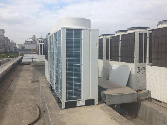 截止到2014年12月31日24时,三峡电站全年发电988亿千瓦时,平均每天发电2.7亿度,也就是说相当于要2个三峡电站一天发的电全部用于这个大空调使用才可以!!
