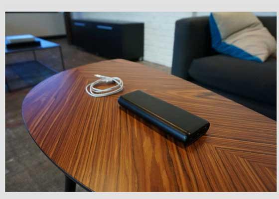 Anker PowerCore 20100充电器    在漫长的学习过程中,很多学生都希望拥有专门的电池组,以便为智能手机之外的平板电脑和其他设备充电。Anker PowerCore 20100堪称高速充电神器,它体积小、重量轻,功能强大,配备两个USB端口,可以同时为两个设备充电。Anker PowerCore 20100拥有20000毫安的电池,可谓手机充电7次,或为iPad mini充电2次。