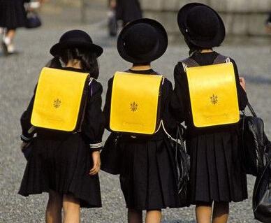上海:校服采购需经家委会协商 价格不设上限