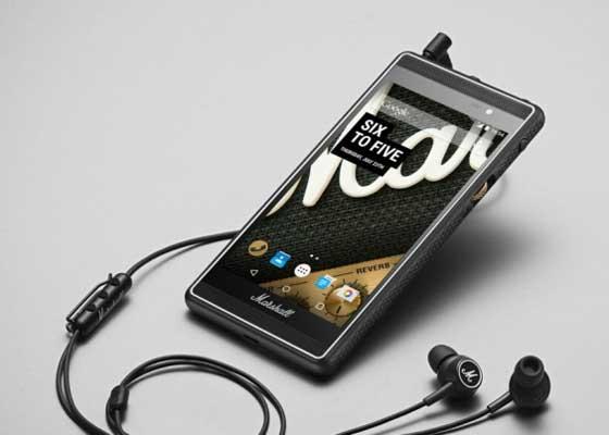 """播放声音更清晰的音乐    有些人选择智能手机时看重其摄像头,有些人则更重视声音品质。现在,英国著名的专业吉他音箱制造厂家Marshall Amps正迎合这种趋势,推出号称拥有世界上最好音质的手机。热卖的手机通常在音质测试方面非常棒,今年随着无线蓝牙耳机开始插入取代传统端口的立体声端口中,手机声音品质再次获得提升。在播放音乐时,蓝牙耳机的电池可持续使用10到20小时时间。而在打电话时,它们还可以充当无线耳机。新一代的有线耳机将通过手机充电接口插入,以便提供更大的声音,支持音质更清晰的""""高清音乐""""文件,但当前手机还不支持这些功能。"""