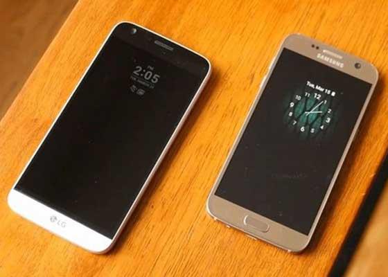 Always On功能    三星是这个领域的先驱,已经在最新Galaxy S7和Galaxy S7 Edge上应用,可为用户节省大量时间。即使在不使用的状态下,手机屏幕也不会完全黑屏,屏幕上始终会有空白面板显示时间、未接听电话以及短信等信息。为此,当你想要查看时间时,不必每次都需要启动手机。你可能认为这种功能会影响电池续航时间,但实际上其耗能微不足道。高科技AMOLED屏幕允许其大部分关闭,剩余部分每小时仅耗电1%。