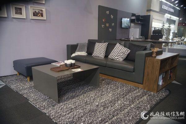 第38届中国(上海)国际家具博览会上,精致的新冠美家具。
