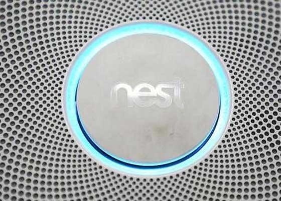 智能家居公司Nest召回烟雾探测器    2014年,智能家居公司Nest曾召回44万个烟雾探测器。这就是这一年,谷歌斥资32亿美元收购了它。这家公司发现用户可能无意间关闭烟雾探测器,这可能在有烟或起火的情况下引发危险。Nest随后发布了软件更新,帮助解决这个问题。