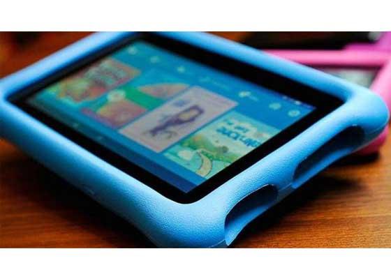 亚马逊召回平板电脑电源适配器    2016年年初,亚马逊在英国召回了Fire平板电脑的电源适配器,因为它们存在潜在的电击风险。2015年9月份以后出售的7英寸Fire与Fire Kids Edition平板电脑会受到影响。