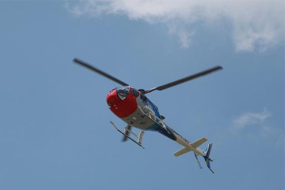 AC311A型直升机通场而过。