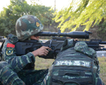 10月9日,武警滁州市支队特勤排两名预备队员正在参加狙击手选拔考核。