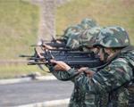 10月9日,武警滁州市支队特勤排预备队员正在参加自动步枪对集团目标射击考核。