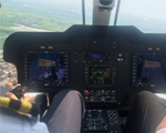 AC311A型直升机舱内 。