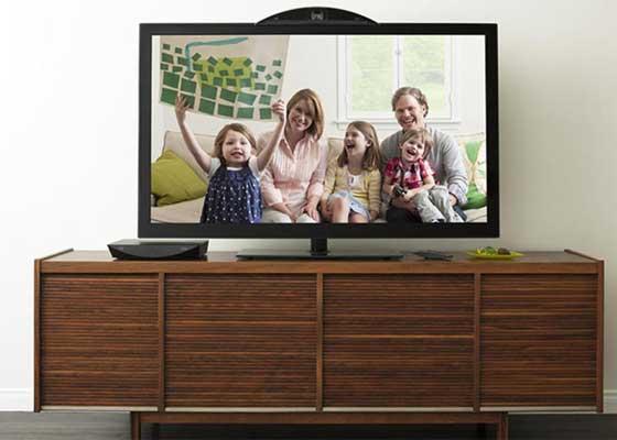 思科Umi(2010)    思科Umi的创意乍听之下非常得棒:它可以让你在卧室里,通过你家的电视来同朋友聊天。但问题是谁愿意花600美元将你家的电视改造成一台聊天显示屏?除此之外,想要使用这套服务的用户还需要每个月向思科支付25美元的订阅费,正常人用像Skype和FaceTime这样的免费应用就能取代它了吧?