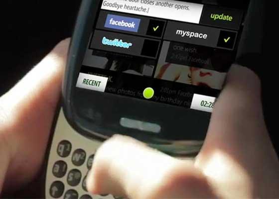 微软Kin手机(2010)    定价过高、竞争太激烈和花费高昂的数据支持功能,让微软Kin这款手机仅仅只在柜台上存活了2个月,就被微软匆匆地撤下了。